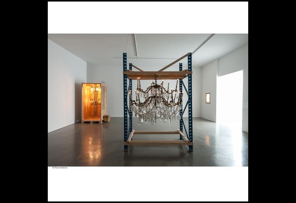 Vue de l'exposition Danh Vo, Go Mo Ni Ma Da 2013