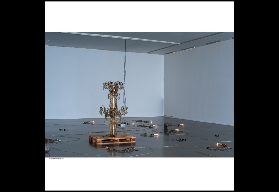 Vue de l'exposition Danh Vo, Go Mo Ni Ma Da