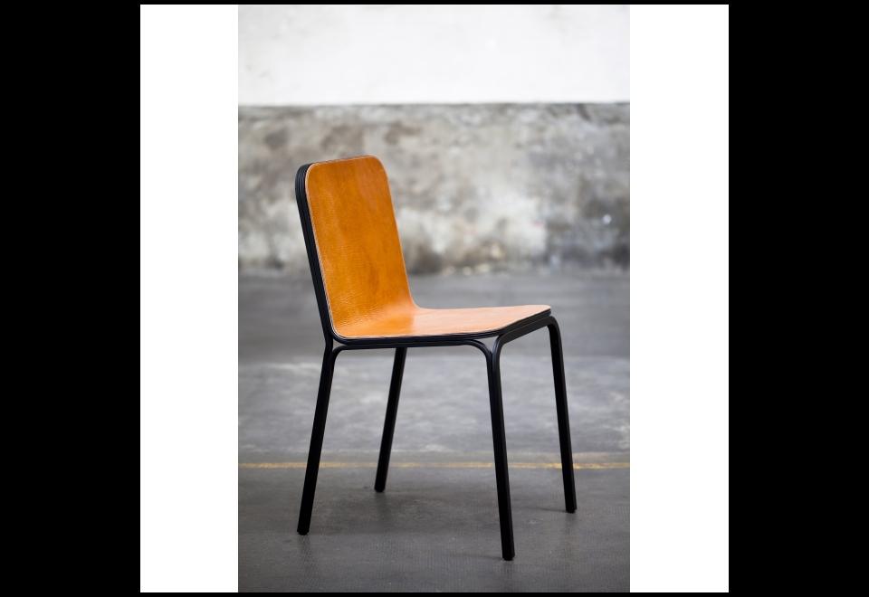 Chaise liée en acier, Alexander Xanthakis